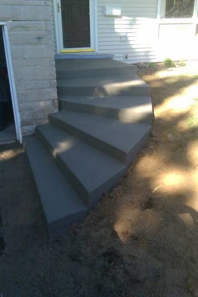 curved concrete steps