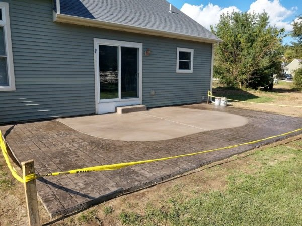 cobble stone stamped concrete patio
